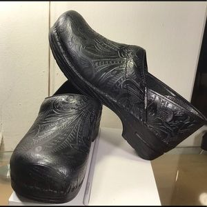 Dansko Professional Tooled Black, great Condition.